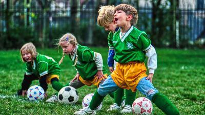 Dehnübungen für die Kleinen: Da kann es schon mal ziehen im Oberschenkel