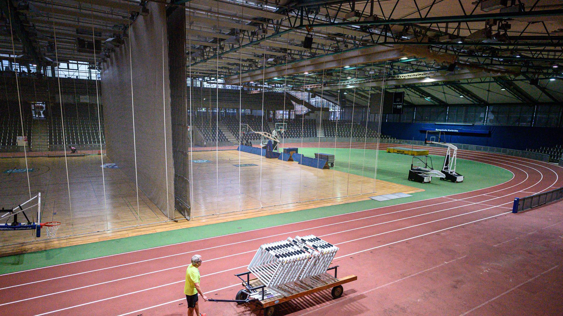 Training in Zeiten von Corona in der Europahalle.   Training der LG Region Karlsruhe, Europahalle. GES/ Leichtathletik/ Training LGR Karlsruhe, 19.01.2021