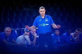 Trainer Samuel Tucker DeVoe (Lions) gestikuliert.  GES/ Basketball/ ProA: PSK Lions - Uni Baskets Paderborn, 03.02.2021 --