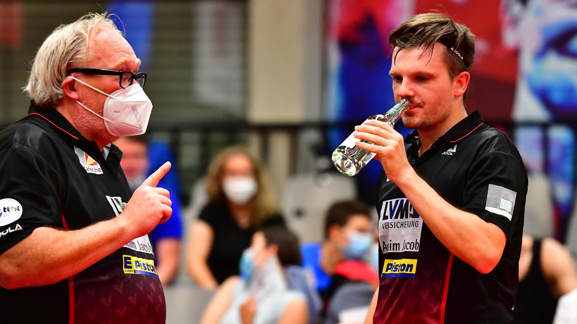 Gesprächsbedarf: Für Cheftrainer Achim Krämer (links) und das Grünwettersbacher Team um Ricardo Walther läuft es noch nicht rund.