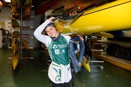 Jette Brucker bereitet sich mit Schwimmweste auf das Training vor.  GES/ Kanu-Rennsport/ Rheinbrueder Karlsruhe, 13.04.2021