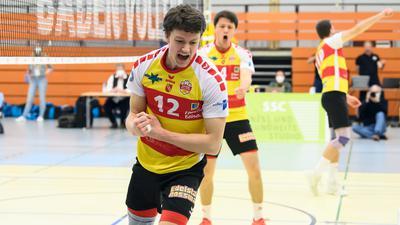 Jubel beim SSC, Mitte: Lukas Jaeger (SSC).  GES/ Volleyball/ 2. Bundesliga-Sued: Baden Volleys SSC Karlsruhe - TV / DJK Hammelburg, 24.04.2021 --