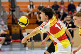 Lukas Jaeger (SSC) am Ball.  GES/ Volleyball/ 2. Bundesliga-Sued: Baden Volleys SSC Karlsruhe - VC Dresden, 11.09.2021 --