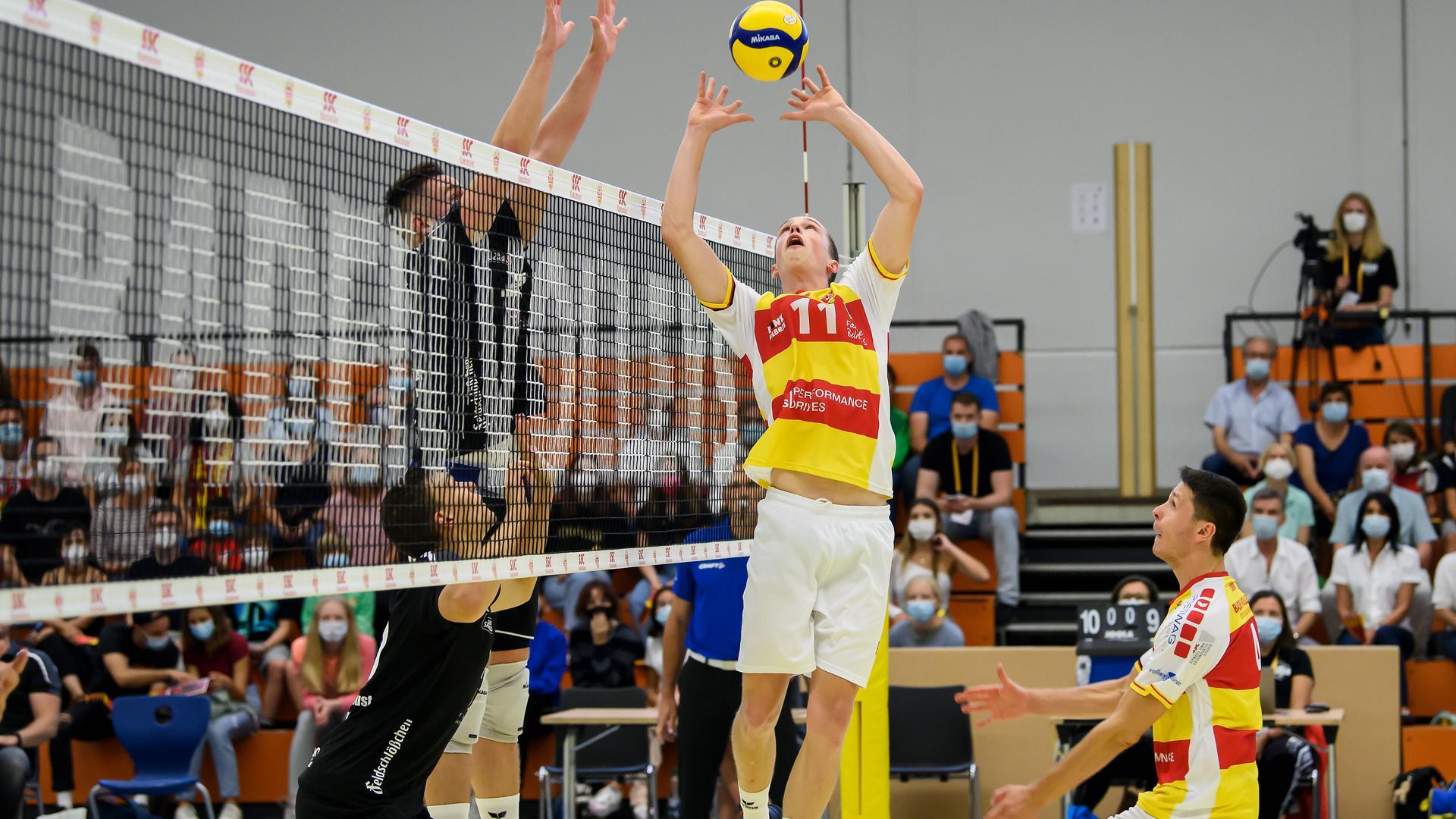 Neuer Ball-Verteiler: Zuspieler Tobias Hosch, der vom VC Berlin gekommen war, gelang beim 3:0 der Karlsruher gegen Dresden ein gelungener Einstand im Team der Baden Volleys.