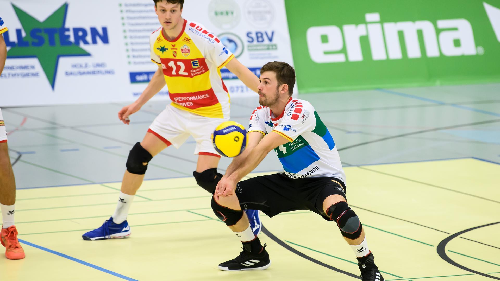 Benjamin Dollhofer (SSC) am Ball.  GES/ Volleyball/ 2. Bundesliga-Sued: Baden Volleys SSC Karlsruhe - VC Dresden, 11.09.2021 --