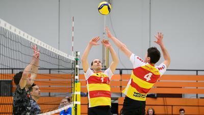 Fabian Schmidt (SSC) im Zuspiel auf Laurin Derr (SSC).  GES/ Volleyball/ 2. Bundesliga-Sued: Baden Volleys SSC Karlsruhe - TSV Grafing, 27.03.2021 --