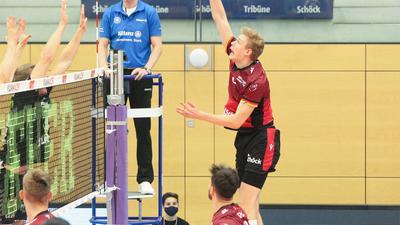 Volleyball-Bundesliga 2020/21, Bisons Bühl - Grizzlys Giesen, Bühls Simon Gallas im Angriff