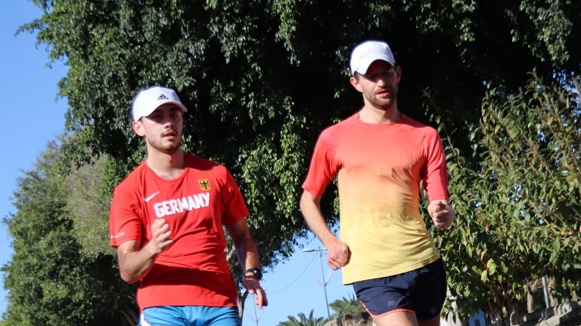 Training in der Sonne: Die mittelbadischen Geher Nathaniel Seiler und Carl Dohmann (rechts) bereiten sich auf Gran Canaria bei frühlingshaften Temperaturen auf die Olympia-Qualifikation vor.