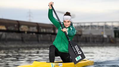 Volle Kraft voraus: Canadier-Hoffnung Lina Bielicke von den Rheinbrüdern Karlsruhe beim Training im Rheinhafen.