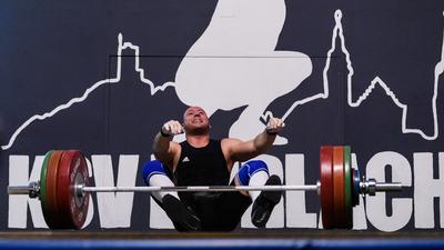 Kevin Schweizer (Durlach) scheitert bei einem Versuch.  GES/ Gewichtheben/ KSV Durlach - ASV Speyer, 12.10.2019