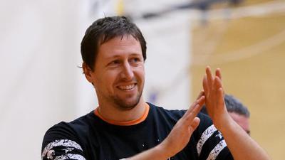 Trainer Torsten Kirchhardt (Blankenloch) klatscht nach Spielende und freut sich ueber den Sieg.  GES/ Volleyball/ 3. Liga: TSG Blankenloch - TSV Speyer, 24.10.2020 --