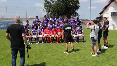 Letzte Abstimmungen vor dem Teamfoto FC Nöttingen