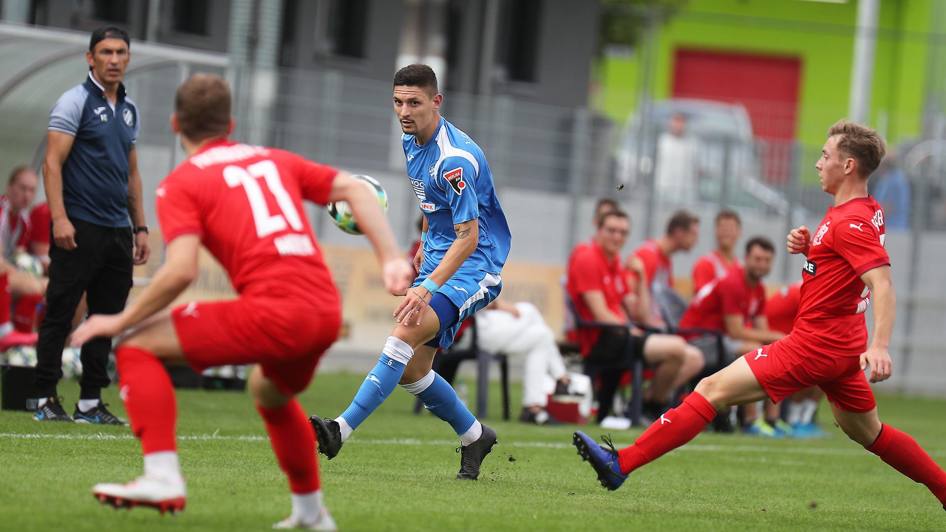 Marcorig MaurizioCfR blau_Amrhein Fabian27_Mikulic Jakob re beide FCF rot