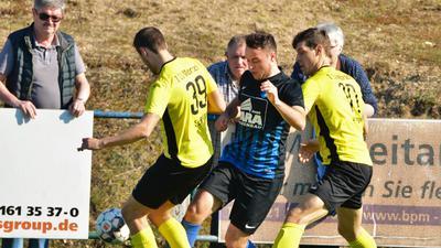 31 März 19 Fussball Mörsch Nr 39 Maximilian Schmitt Nr 30 Leon Preine Kuppenheim Nr 8 Steven Herbote