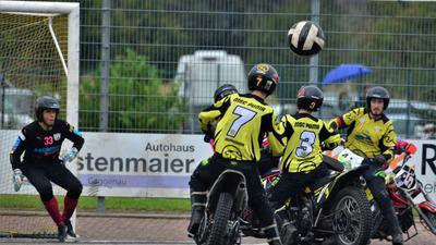 Die Motoballer des MSC Puma Kuppenheim um Benjamin Walz, Max Schmitt und Robin Faisz (von rechts) wollen auch im Finale um die deutsche Meisterschaft auf Torejagd gehen.