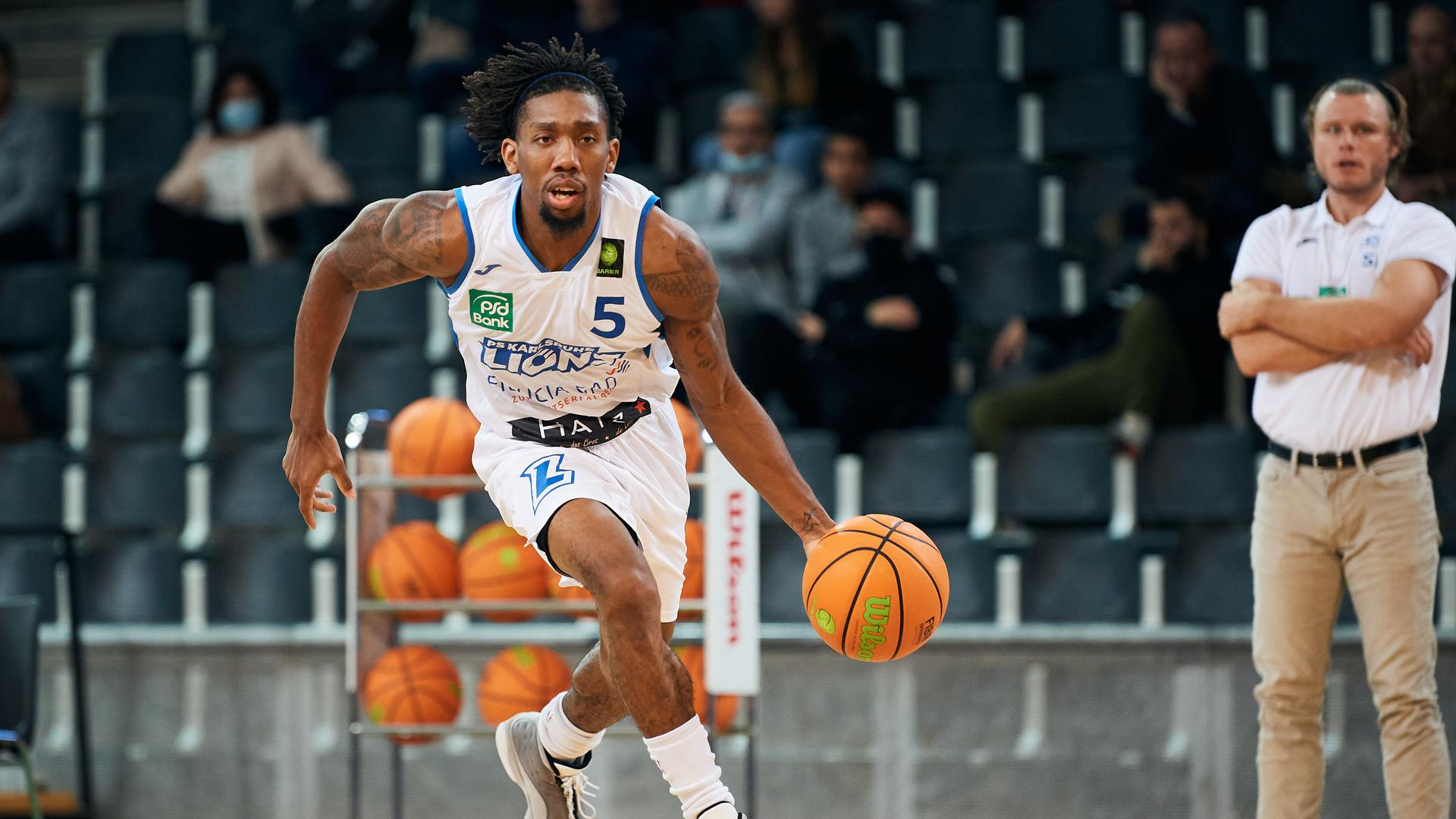 Gregory Clay Foster (Lions) Einzelaktion, Freisteller.  GES/ Basketball/ ProA: PSK Lions - WWU Baskets Muenster, 10.10.2020 --