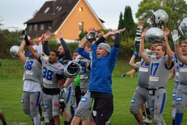 Grenzenloser Jubel: Die Pforzheim Wilddogs haben ihr abschließendes Spiel in der Football-Regionalliga dominiert und die Meisterschaft eingeheimst. In der Relegation kann das Team nun den Aufstieg in die zweithöchste deutsche Spielklasse schaffen.