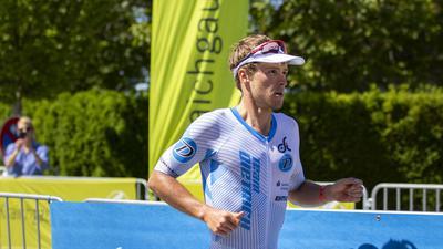 FOTO: Jochen BLUM; Bad-Schoenborn; DEU; 02.06.2019; Leichtathletik, Triathlon: Sparkasse Ironman 70.3 Kraichgau powered by KraichgauEnergie; im Bild: Markus Rolli auf der Laufstrecke in Bad-Schoenborn;