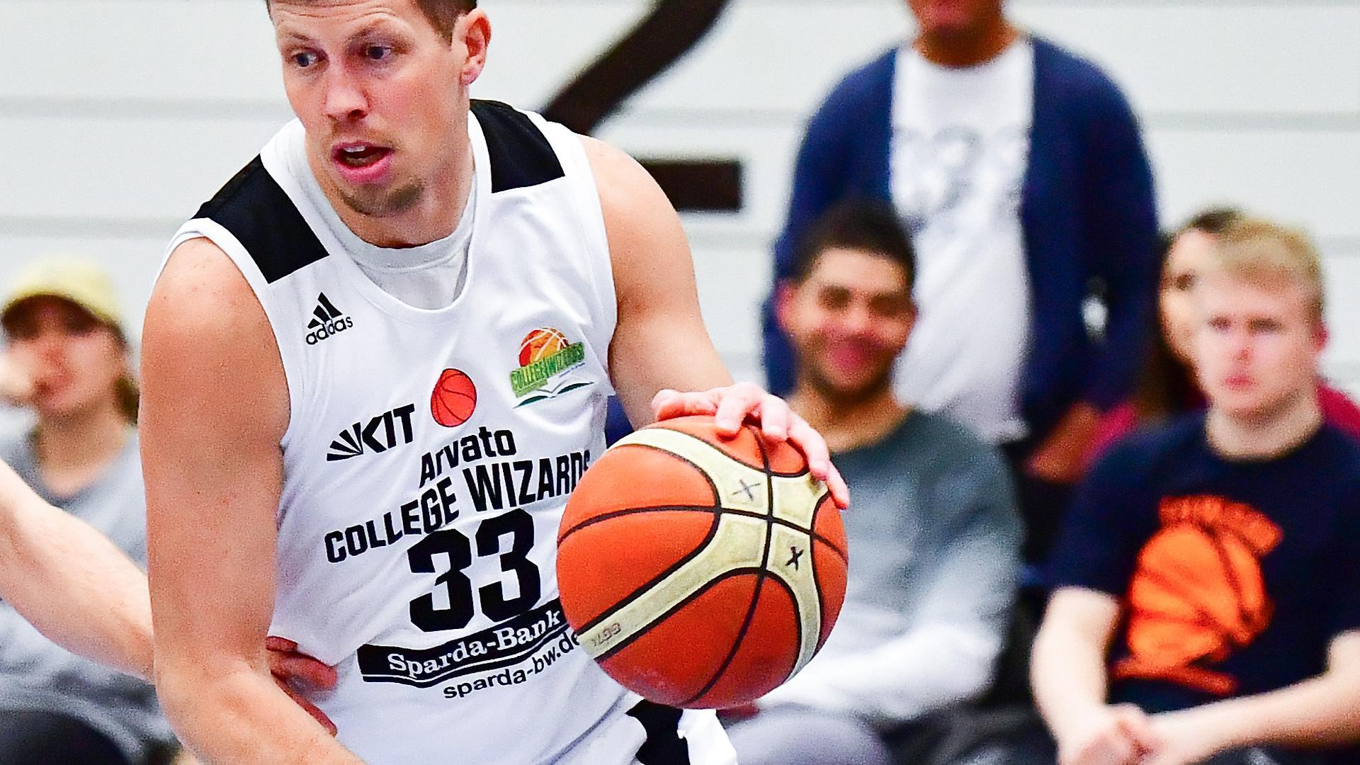 vl Jonas Leidel (MTV), Rouven Roessler (College Wizards Karlsruhe )  GES/ Basketball/ Regionalliga-Suedwest: College Wizards Karlsruhe - MTV Stuttgart, 11.01.2020
