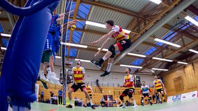 10/04/2021-Gotha:  Volleyball / 2. Bundesliga Süd Herren  / Saison 2020-2021 / 25. Spieltag / Ernestiner Sporthalle / Blue Volleys Gotha -  Baden Volleys SSC Karlsruhe 1:3 /  im Foto: Lukas Jaeger #12 (BADEN VOLLEYS SSC Karlsruhe)  (Foto: Sascha Fromm / Thueringer Allgemeine)