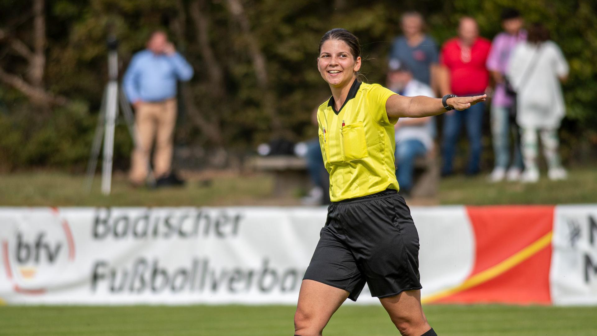 Schiedsrichterin Sarah Fahrer