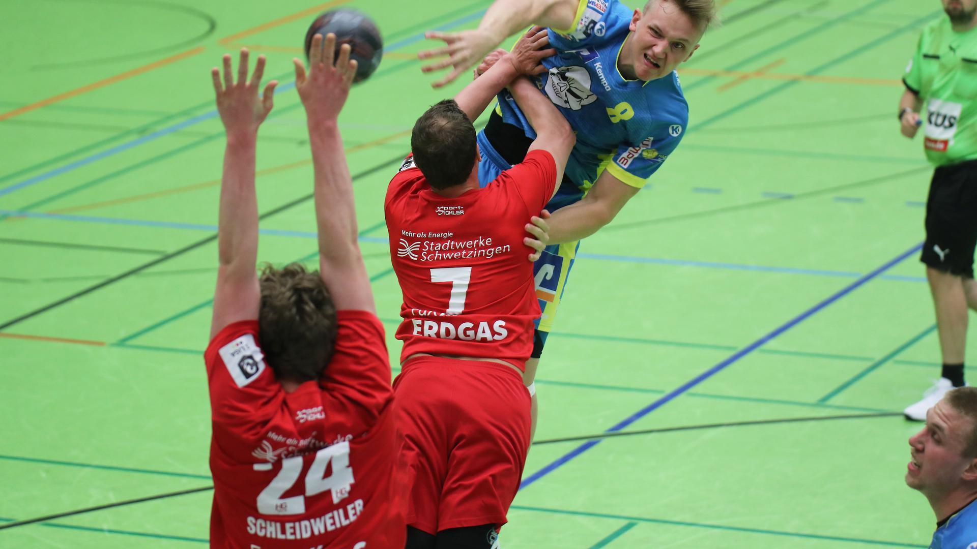 Schöttle Nico SG Pf Eutingen blau_Schleidweiler Bastian24_Wahl Christian7 beide HG OSchw. rot