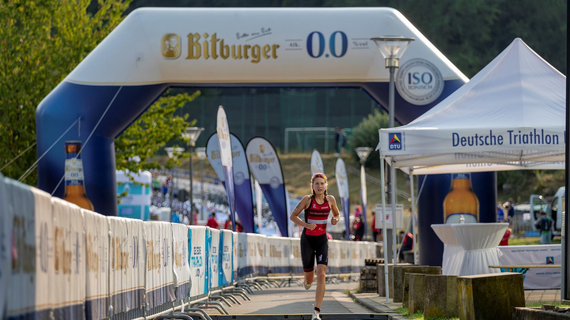 Triathletin Sophia Weiler aus Bretten bei einem Bundesliga-Rennen.