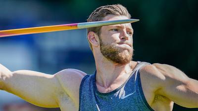 Speerwerfer Andreas Hofmann von der MTG Mannheim wirft einen Speer auf dem Trainingsgelände des Leichtathletik-Olympiastützpunkts. (zu dpa ««Hammer fett Bombe krass!»: Speer-Ass Andreas Hofmann hat's drauf » am 08.07.2019) +++ dpa-Bildfunk +++