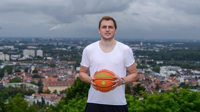 Portrait, Portraet, Portrt, Tom Alte auf dem Turmberg in Karlsruhe-Durlach.  GES/ Basketball/ Tom Alte (PS Karlsruhe Lions),  08.07.2021