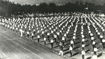 Massenturnen beim 1. Kreisfrauenturnfest 1925 in Heidelberg