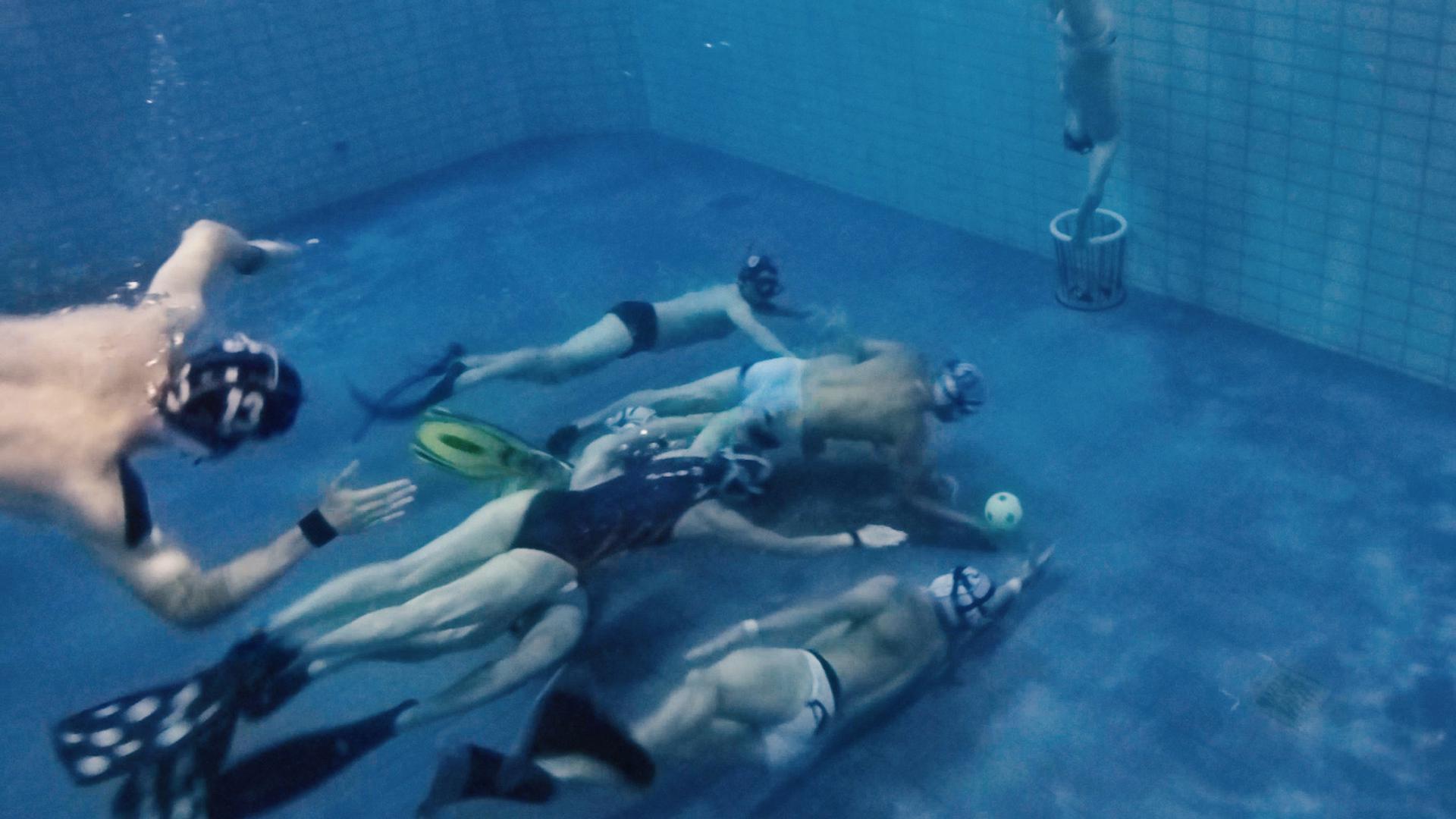 Unterwasserrugby Szene unter Wasser