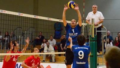 Vergangenheit: In der Saison 2014/15 stellt Fabian Schmidt den Ball für Thorben Sandmeier in der letzten Drittliga-Saison des TuS Durmersheim.