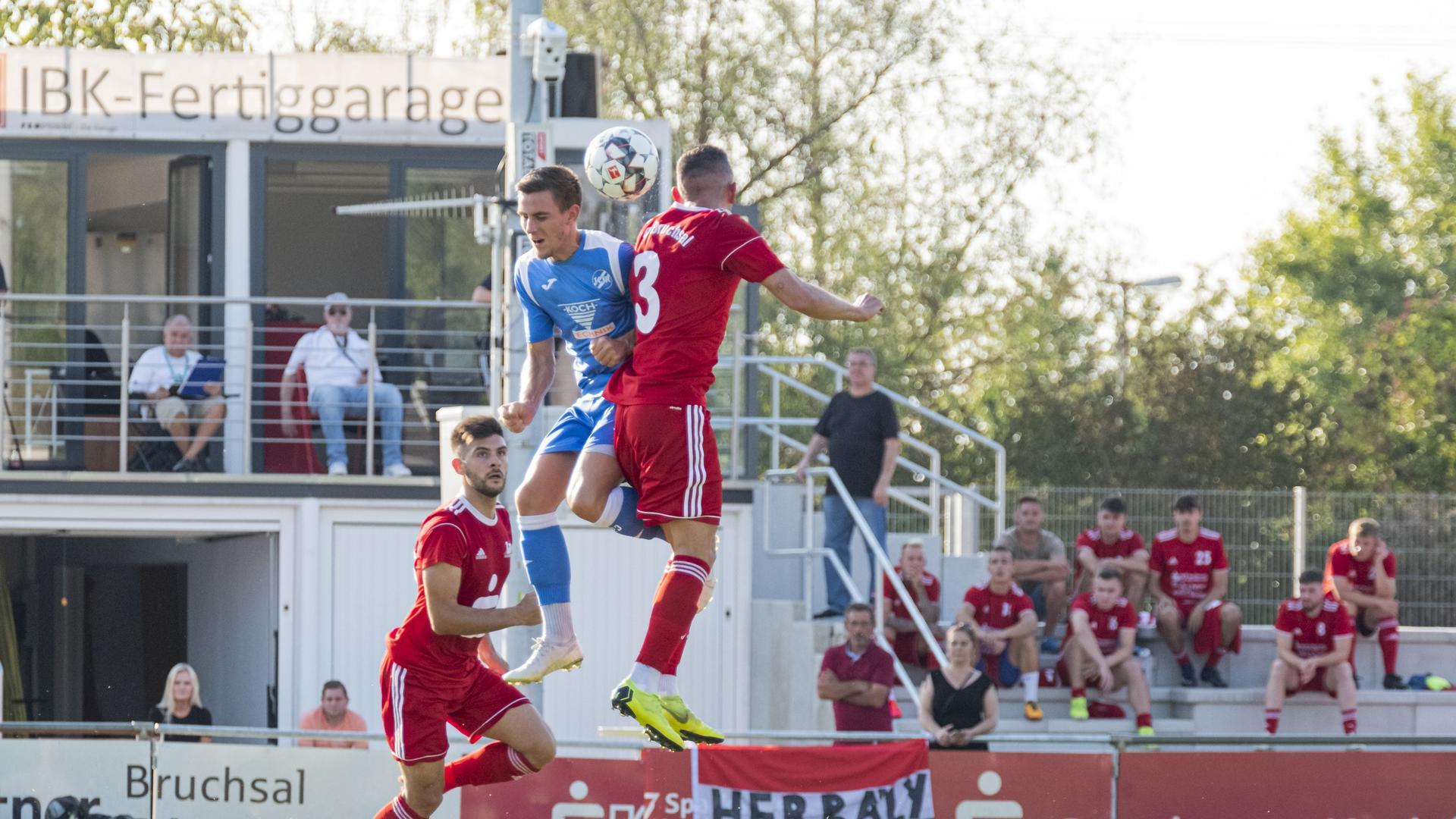 Farbenwechsel: Der frühere Kirrlacher Andre Redekop, hier im blauen Trikot des 1. CfR Pforzheim, wird in der kommenden Saison für den 1. FC Bruchsal auflaufen.