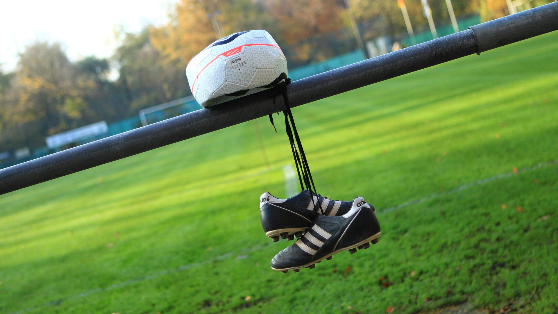 Symbolbild Amateurfußball in der Coronakrise, Symbolfoto Amateurfußball in der Coronakrise.