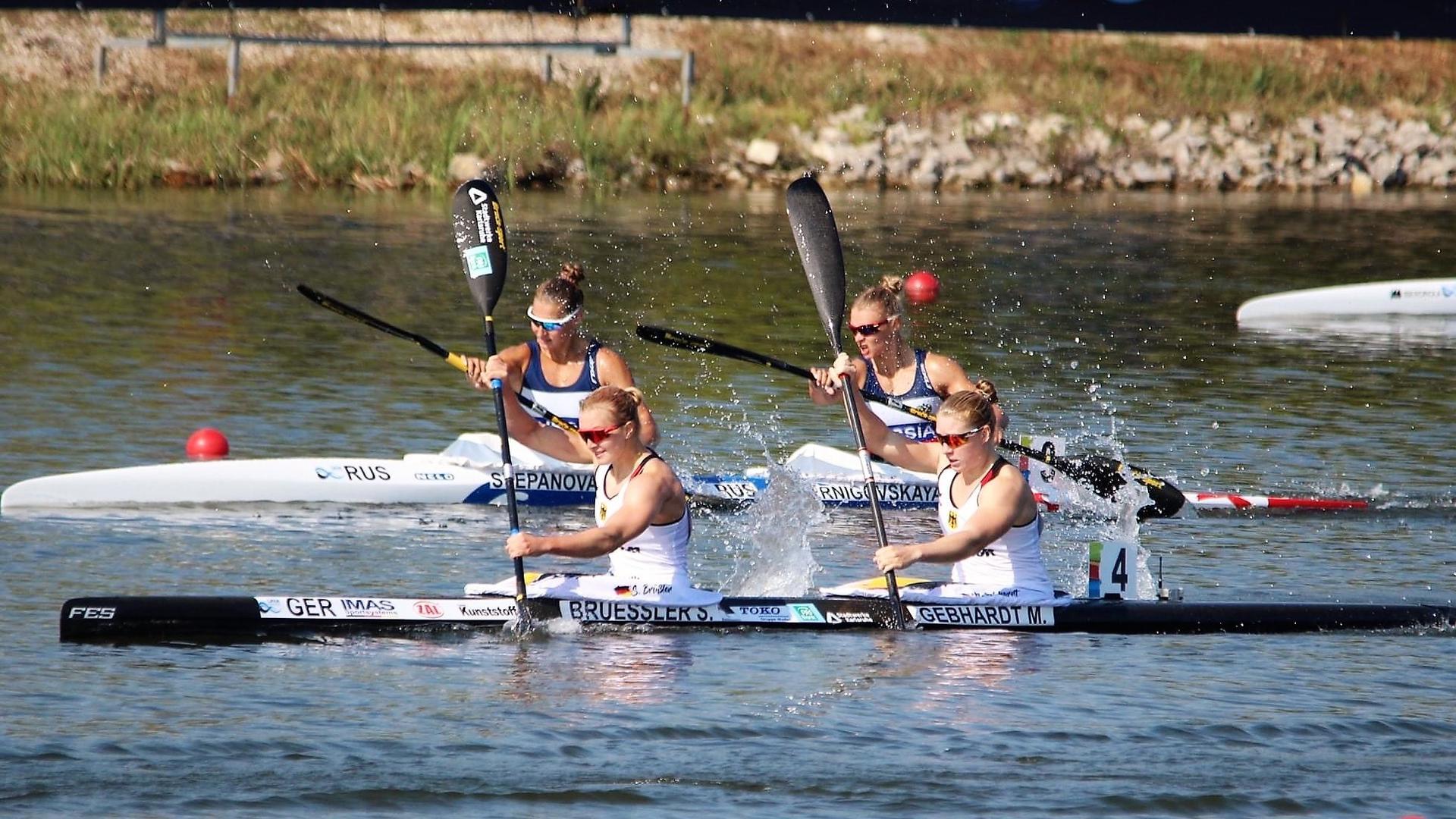 Paddelschläge in Richtung Tokio: Sarah Brüßler (vorne links) von den Rheinbrüdern Karlsruhe und die Leipzigerin Melanie Gebhardt haben dem deutschen Verband zwei weitere Quotenplätze für Olympia gesichert.