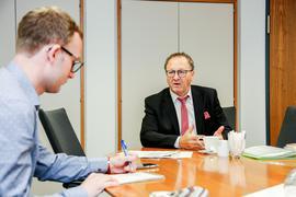 Bürgermeister Thomas Nowitzki im Gespräch mit BNN-Redakteur Marcel Winter
