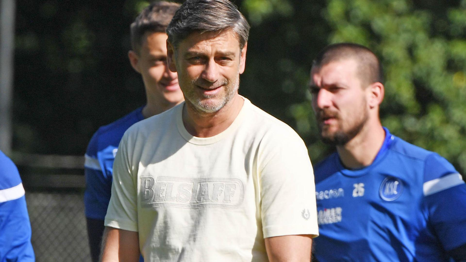 Oliver Kreuzer, Sportdirektor des Karlsruher SC, im Mai bei einem Mannschaftstraining.