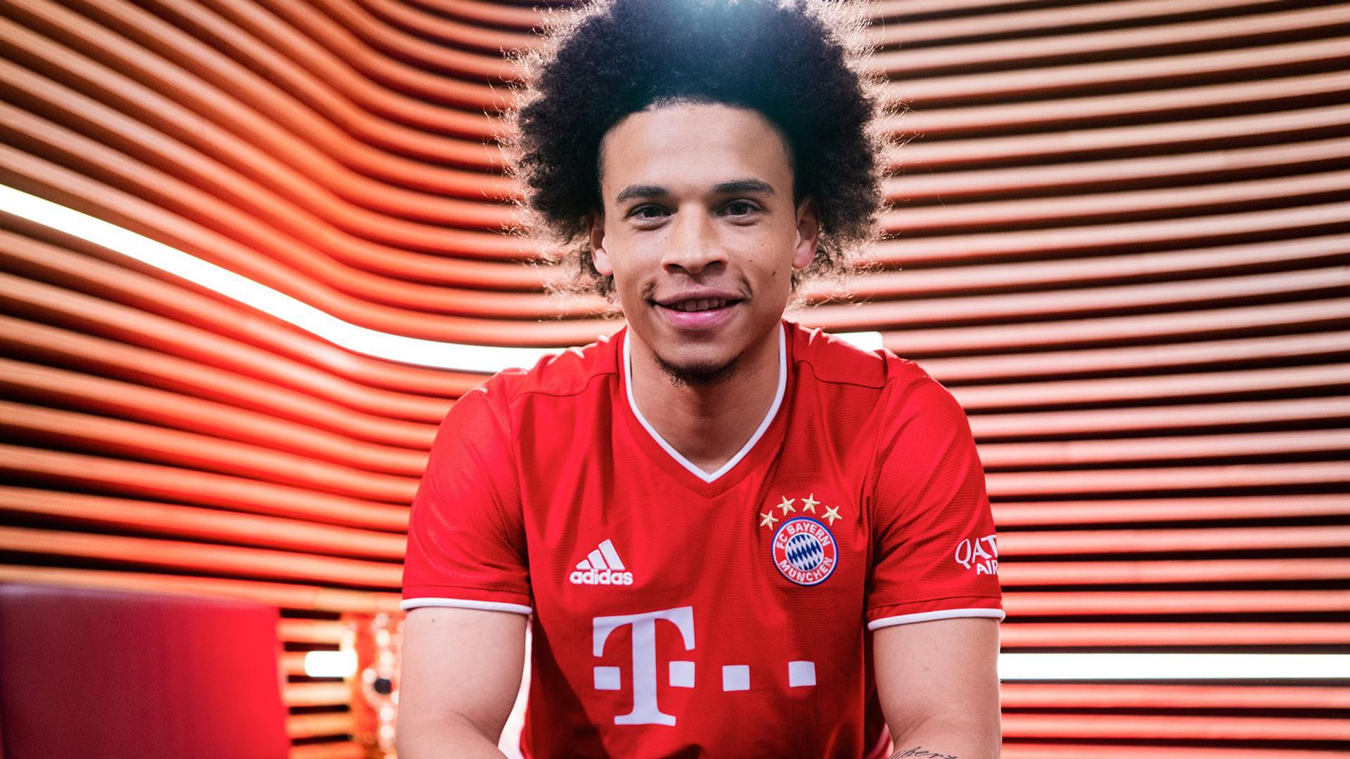 Leroy Sané hat seine erste Trainingseinheit beim FC Bayern absolviert.