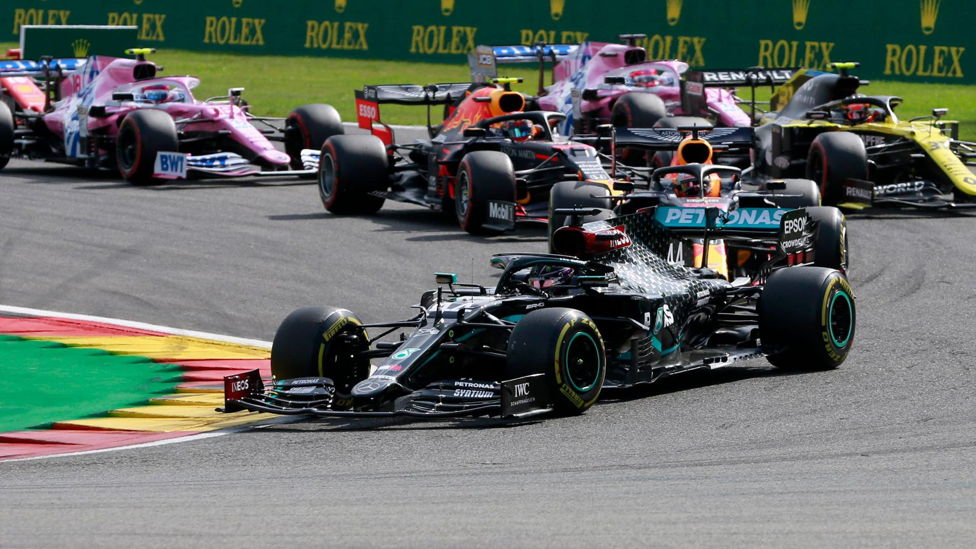 Lewis Hamilton (vorne) holte sich den 89. Grand-Prix-Erfolg seiner Karriere.