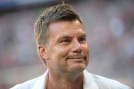 Helmer kann die Ansetzung des Supercup-Spiels zwischen dem FCBayern München und dem FCSevilla im Corona-Risikogebiet Budapest nicht nachvollziehen.