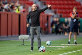 Muss versuchen die Abgänge zu kompensieren:Leverkusens Trainer Peter Bosz.