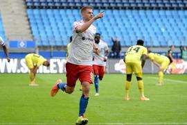 Torjäger Simon Terodde steht mit dem HSV weiter auf Platz eins der 2. Liga.