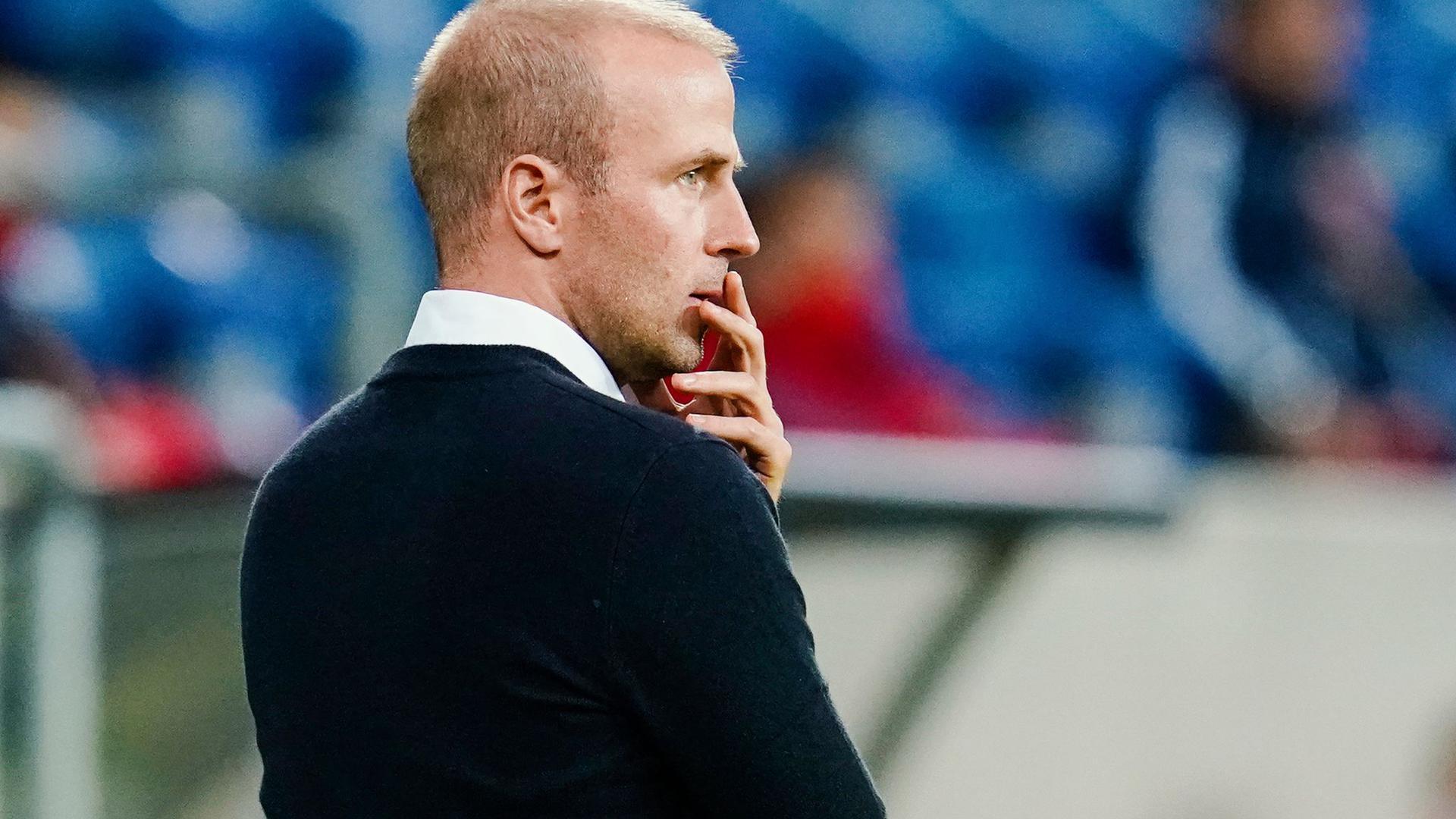 Muss mit Hoffenheim in Belgien gefordert: Trainer Sebastian Hoeneß.
