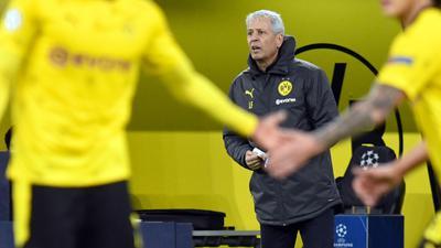 War trotz des glanzlosen Sieges sehr zufrieden:Dortmunds Trainer Lucien Favre.