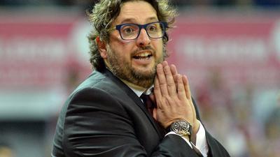 Nach zwei technischen Fouls wurde Bayern-Trainer Andrea Trinchieri aus dem Innenraum verwiesen