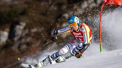 Alexander Schmid wurde beim Parallel-Weltcup in Lech/Zürs Dritter.