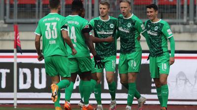 Nach dem Sieg im Franken-Derby ist die SpVgg Greuther Fürth neuer Spitzenreiter der 2. Liga.