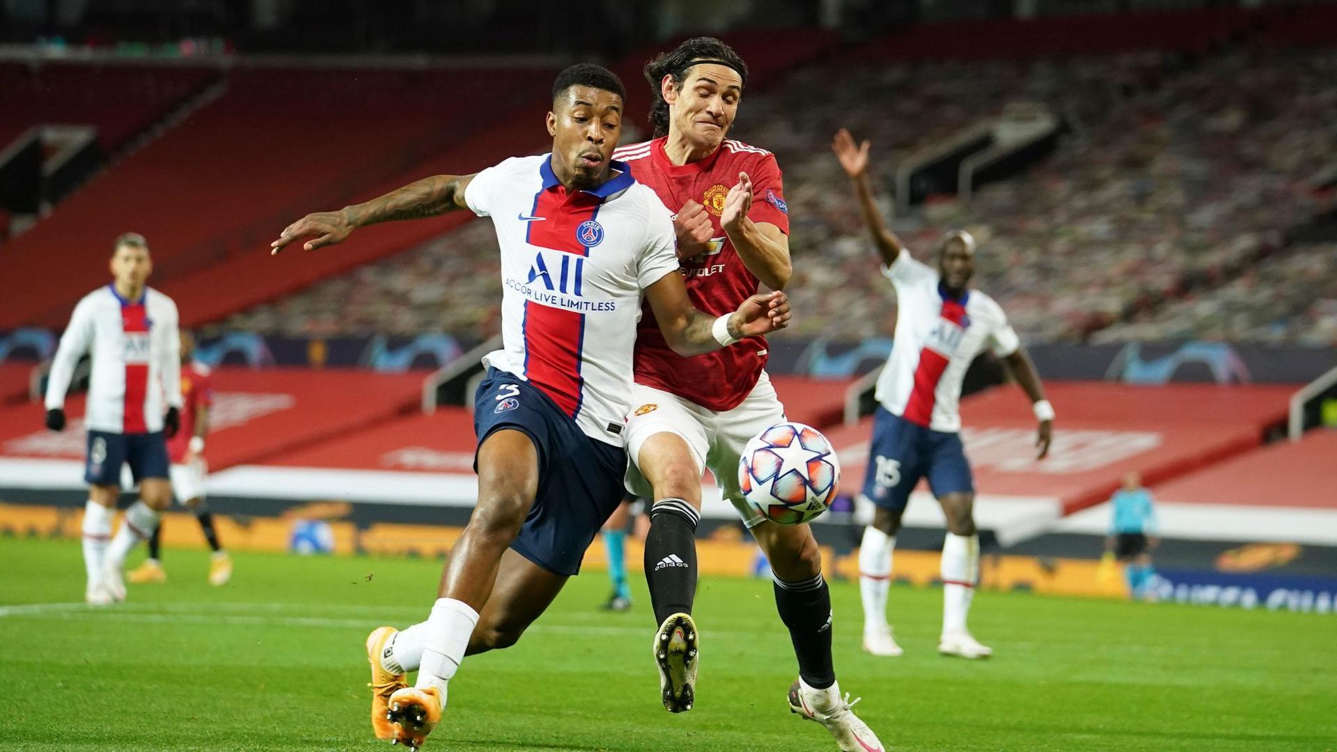 Zweikampf um den Ball zwischen Edinson Cavani (r) von Manchester United und Presnel Kimpembe von Paris Saint-Germain.