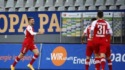 Vincenzo Grifo (l) brachte Freiburg in Führung.