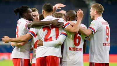 Die Spieler des Hamburger SV feiern einen weiteren Treffer gegen den VfL Osnabrück.